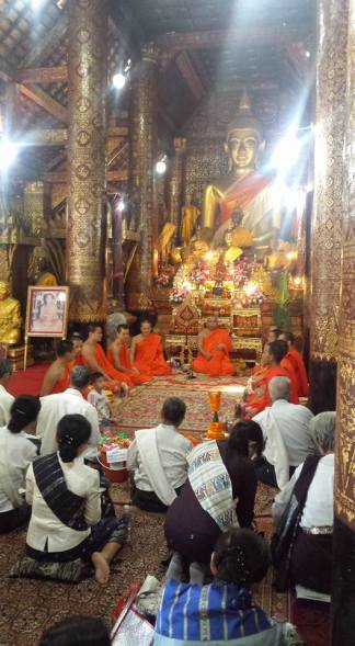 Ceremony in Wat Xieng Thong